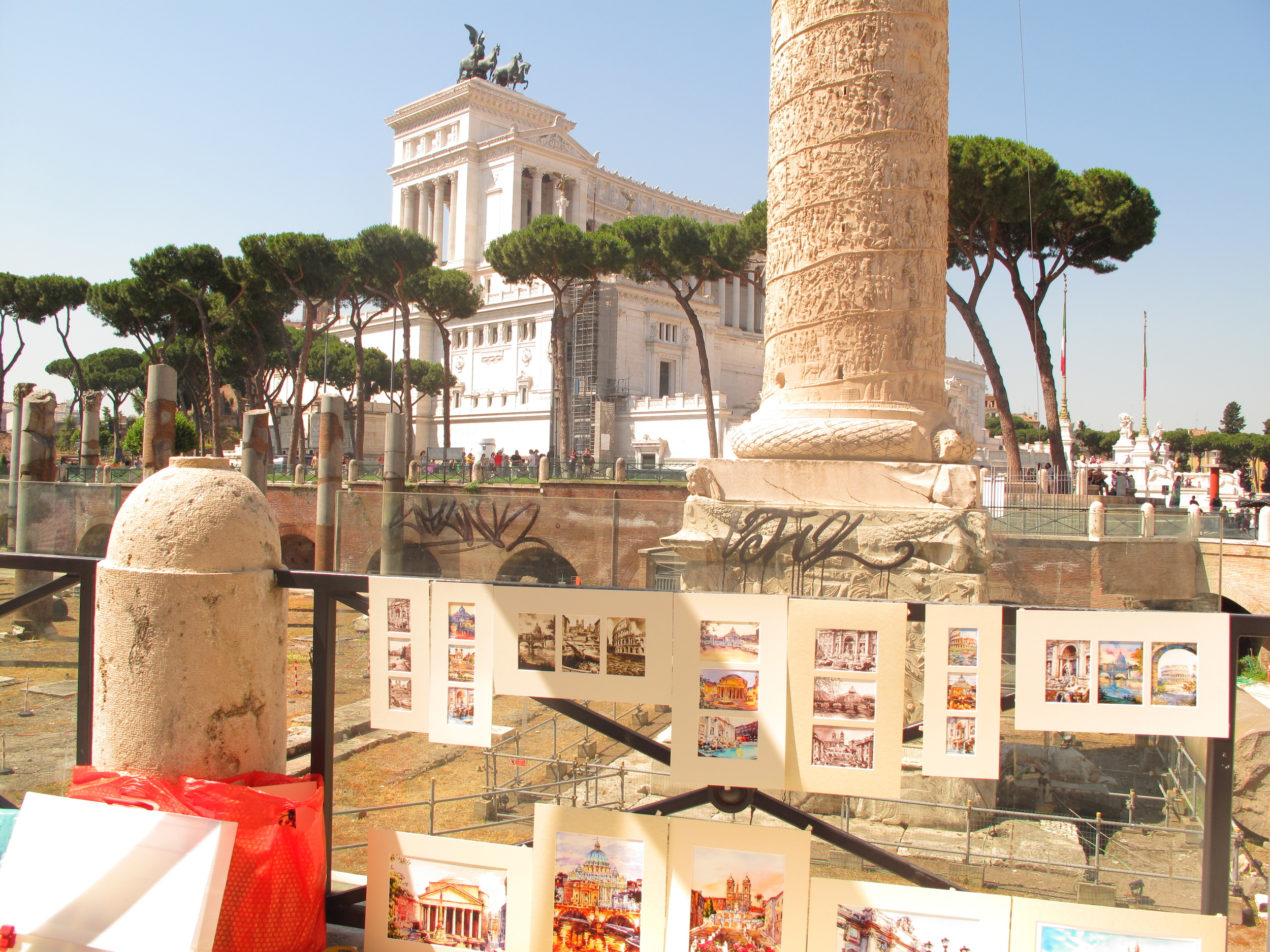 Roadside paintings and the view of the Altare della Patria, Rome