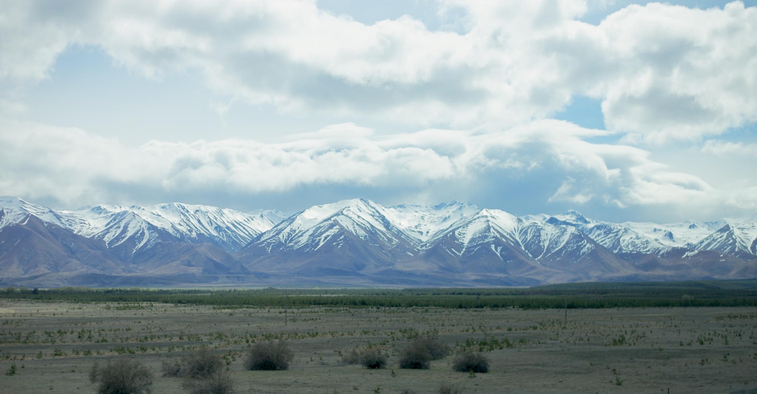 New Zealand mountains and plains, near Aoraki.