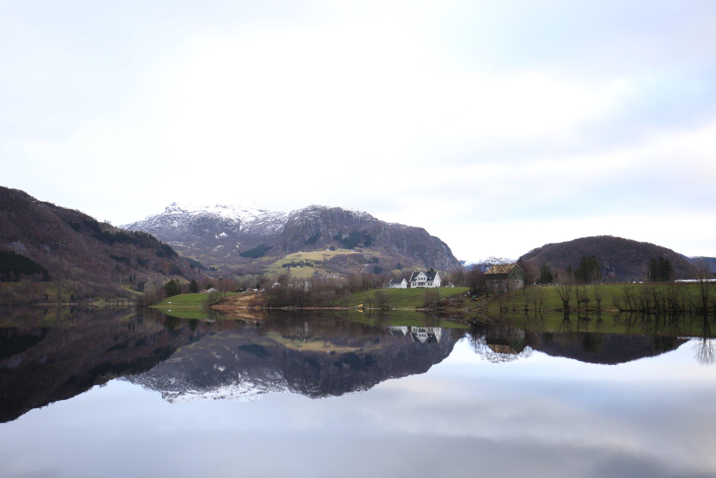 mirror lake Norway