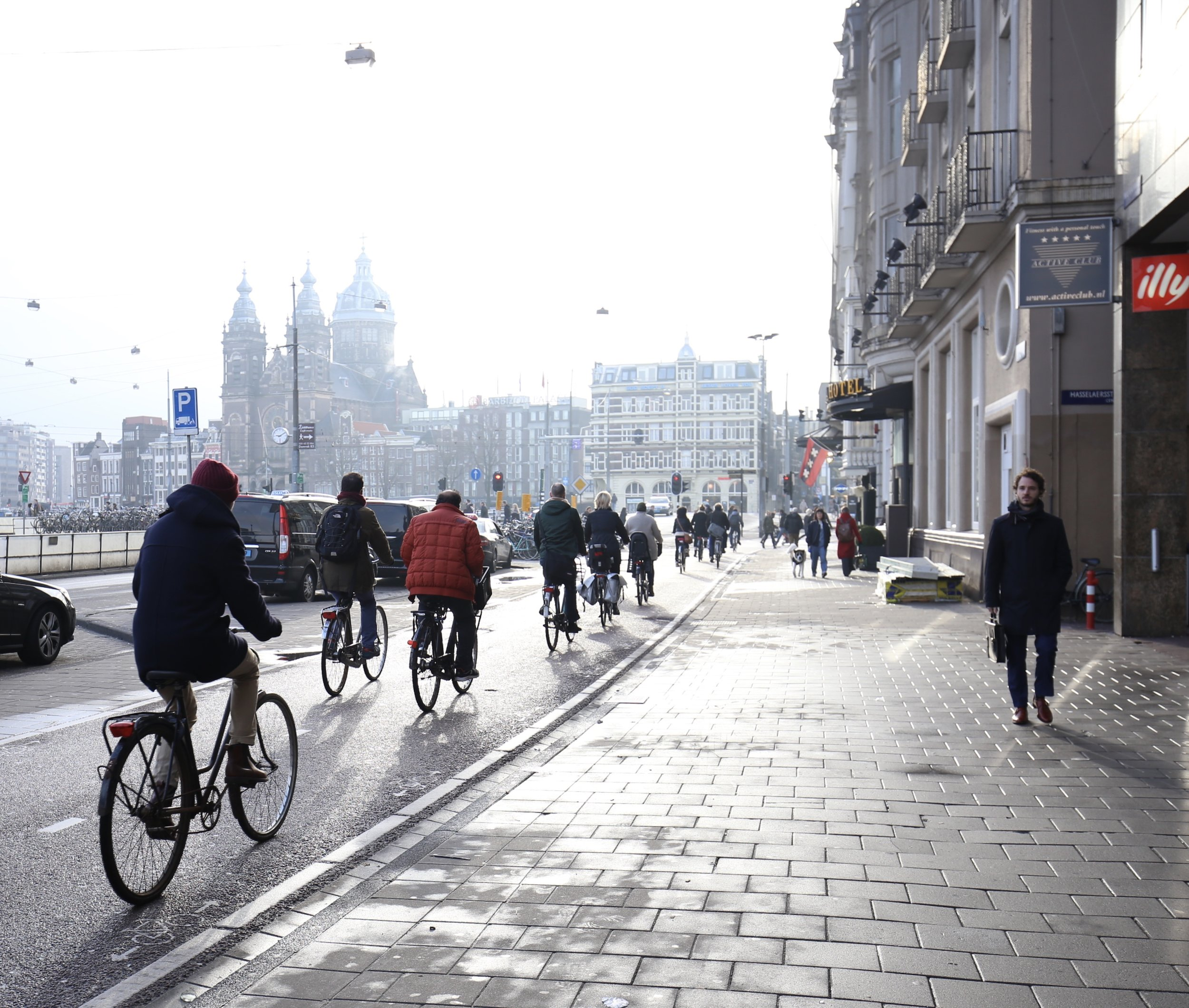 Bikers in long lines on the bike paths of Amsterdam.