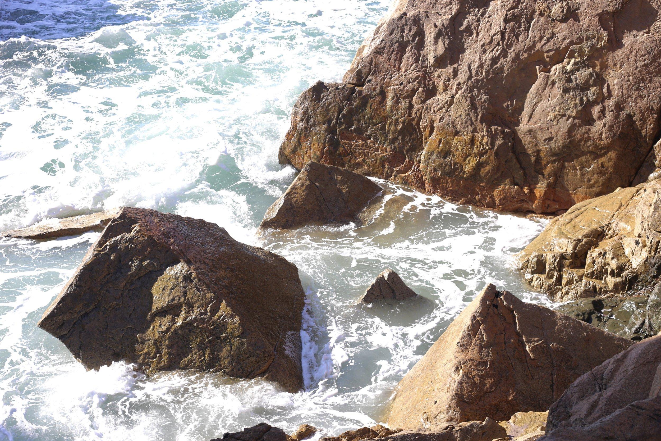 Pyramid shaped rose rocks on the Granit Coast.