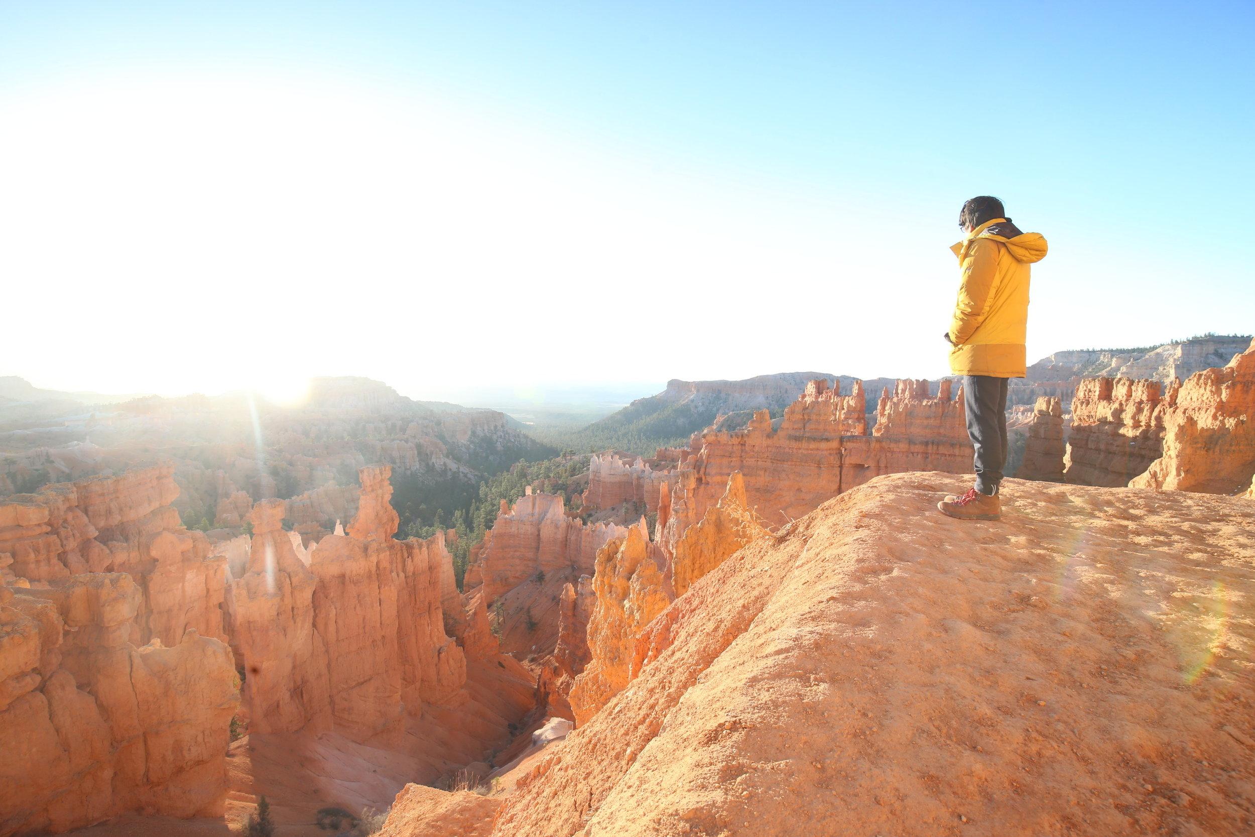 watching-sunrise-bryce-canyon