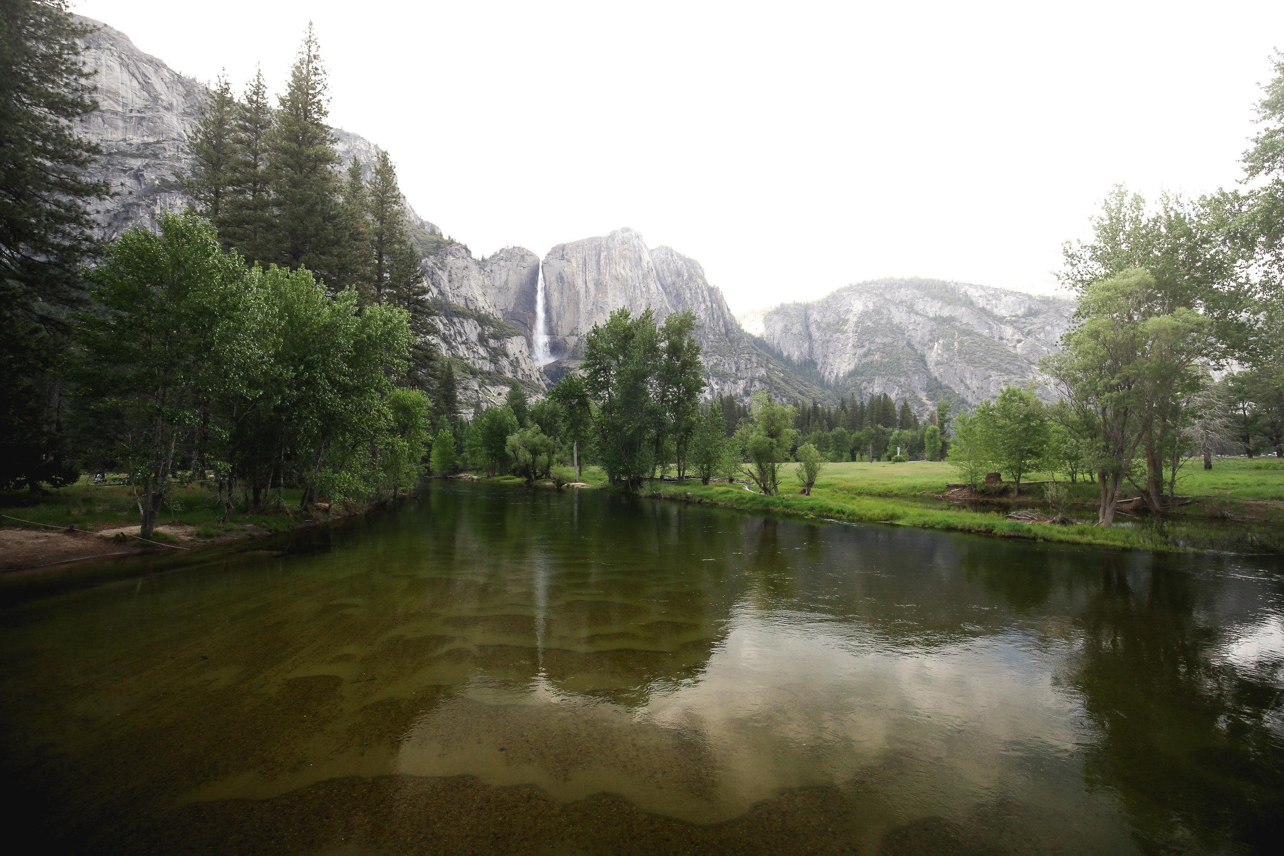 yosemite-river-waterfall-background