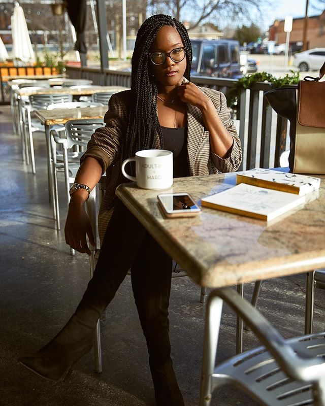 💼☕️👋🏾 // You asked for the boss so they sent me. 📷: @avionthomasphotography  ______________________________________________  #bosslady #millennialblogger #browngirlbloggers #blackbloggers #lifestyleblogger #girlboss