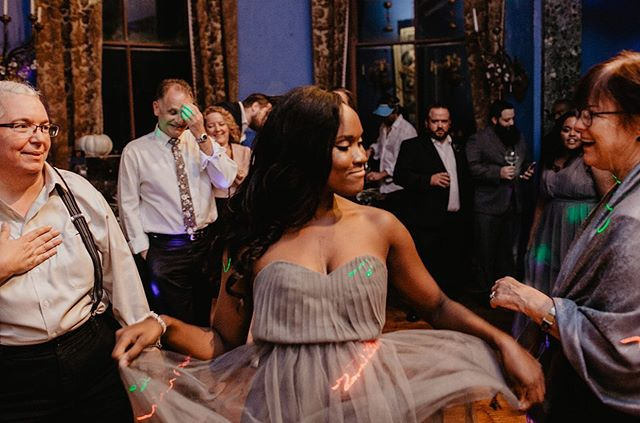 💃🏾❤️💫 // Pictured: Me dancing in Ireland a little while after I took a leap of faith & walked away from my secure, consistently paying, non-passionate, corporate job to live in my purpose. Living it.  Embracing it.  Enjoying it & believing in God for the blessings that I believed would come ... more on www.brianaroker.com — #linkinbio🔝 ————————————————— Leaving my full time corporate regular person degree permitting day job and committing to follow my purpose was one of the bravest things I've ever done. ————————————————— I put in my two weeks notice to leave my job last May. It's been a full year since that day and I'm STILL glad that I was brave enough to walk away. Read more at the ⛓ #linkinbio ————————————————— #lifestyleblog #blackgirlmagic #blackswhoblog #browngirlswhoblog #browngirlswhowrite #blogger #lifestyleblogger #entrepreneur