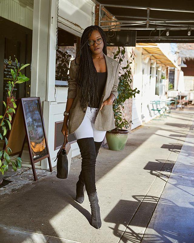 💼💪🏾👋🏾// Walking towards my calling like ... ————————————————— 📷: @avionthomasphotography —————————————————- #blkcreative #contentcreator #instablog #browngirlbloggers #blackblogger #fashionkilla #stylish