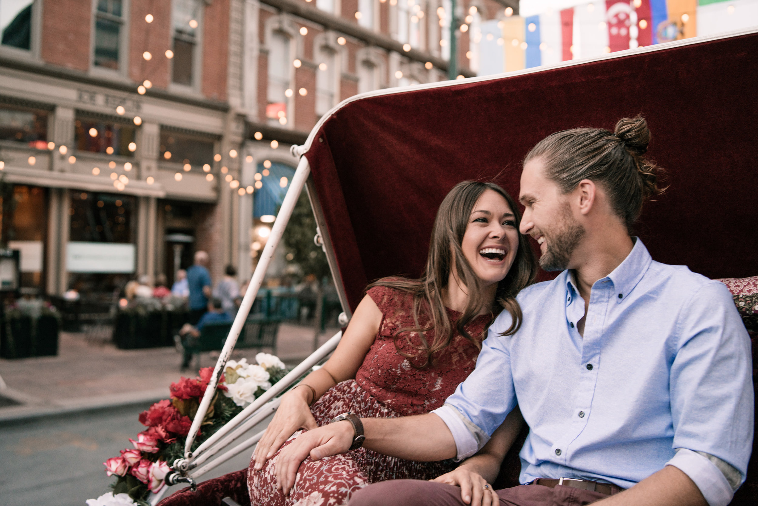nat-anna-horse-carriage-union-station-downtown-engagement-session-04310.jpg