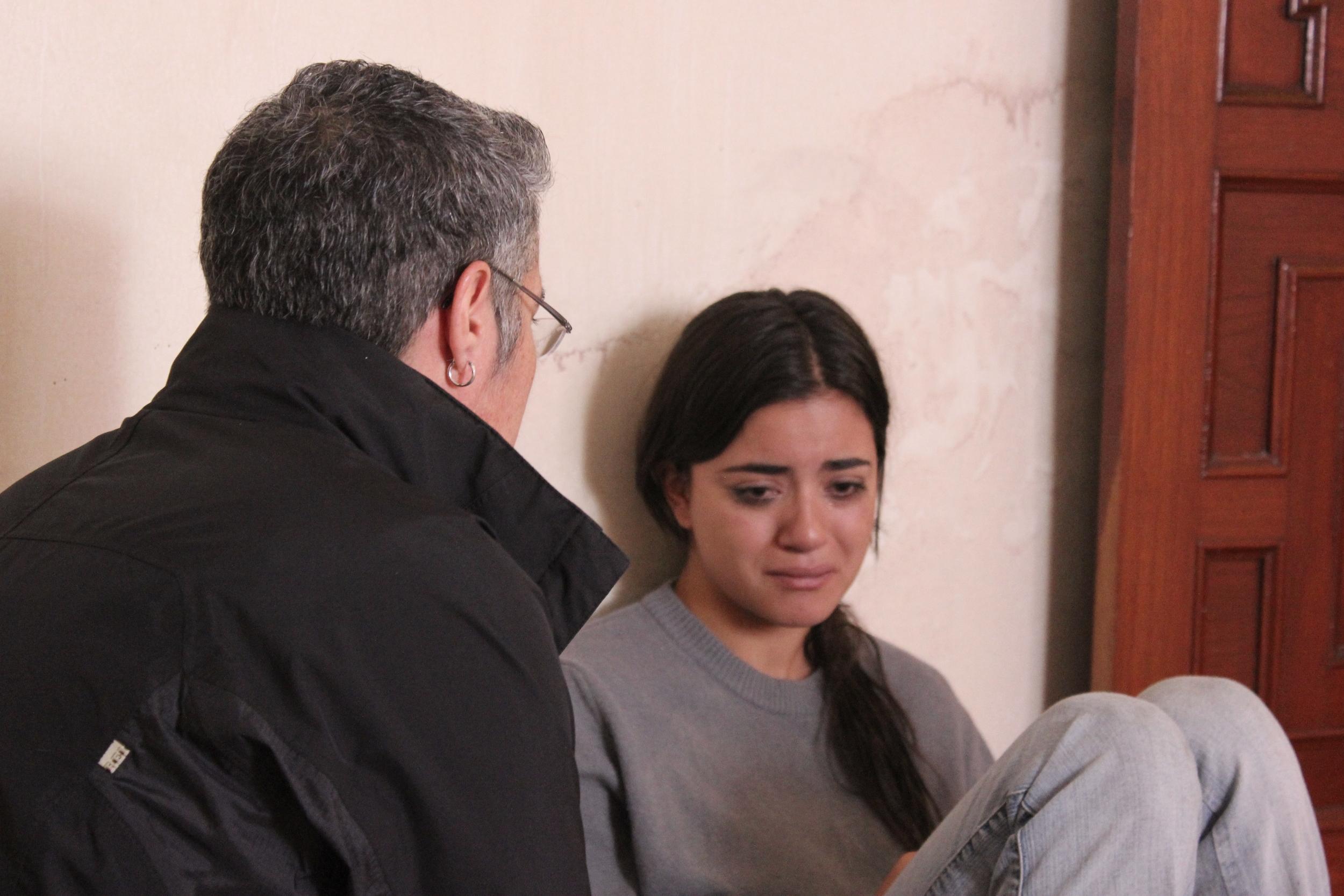 Cristina with Paulina Gaitán on set of  Hermanas .