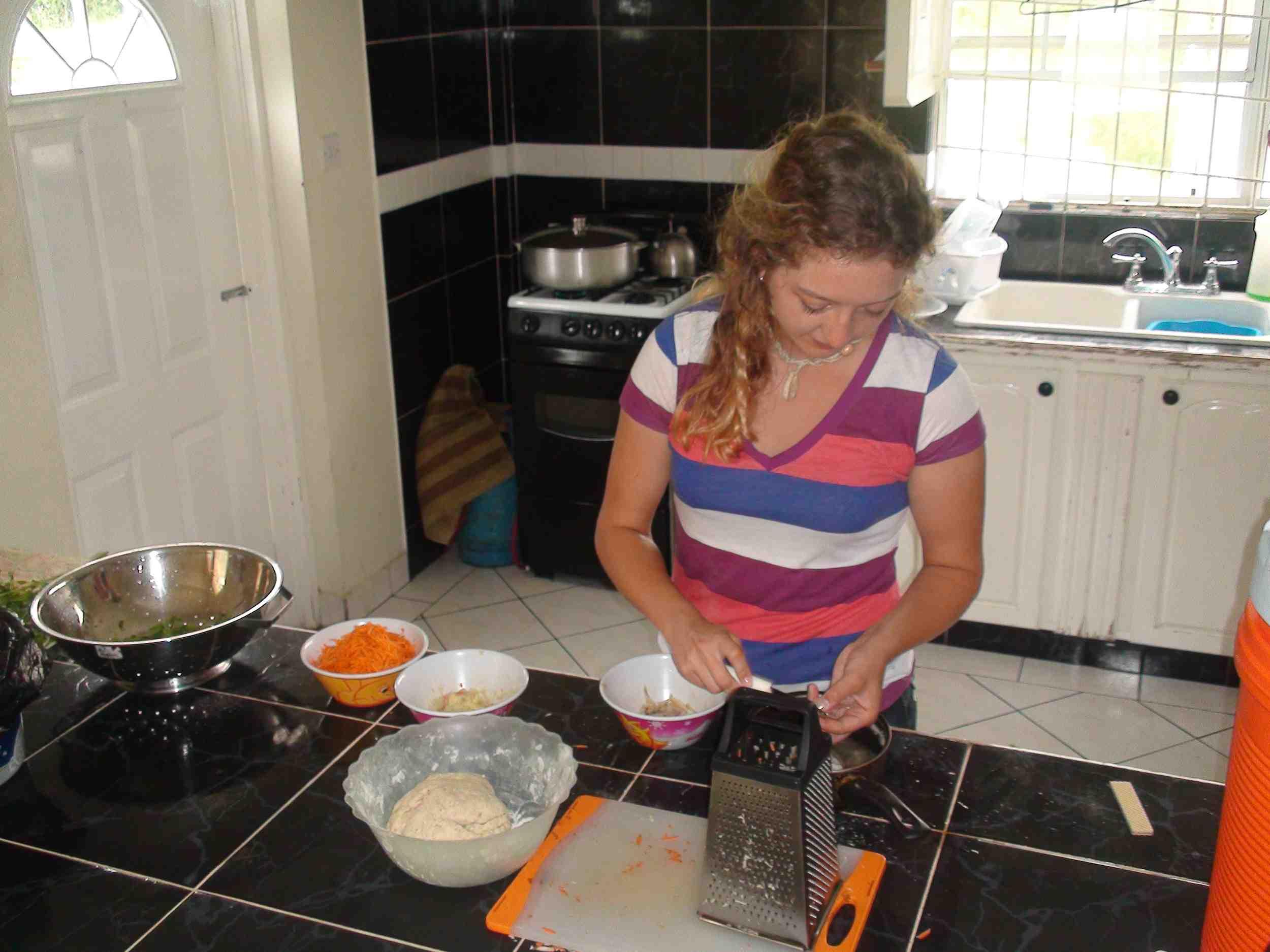 kitchen volunteer77.jpg