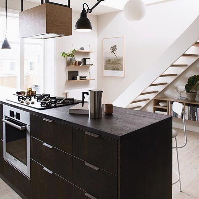 Friday Inspo - dark cabinetry is the way to go 🙌🏼 via @reformcph #darkcabinets #kitcheninspo #interiordesign #reformcph #fridayinspo #tgif