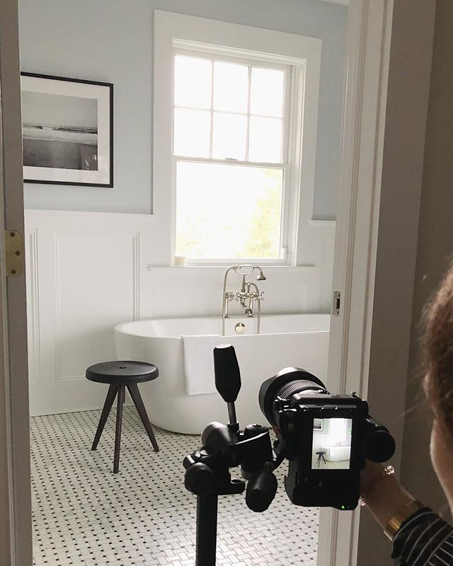 Shooting a bathroom remodel in Pelham, NY w/ @claireesparros 🙌🏼 #sneakpreview #bathroomremodel #newconstruction #newyorkclient