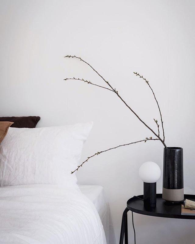 Changed my winter comforter to my linen duvet cover ✨  Image from @sarah_cocolapine . . . . . . #interiordesigner #spring #bedroomdecor #newyork #2019 #interiordesign #design #minimal #simplicity #igdaily #instadaily #inspiration #inspo