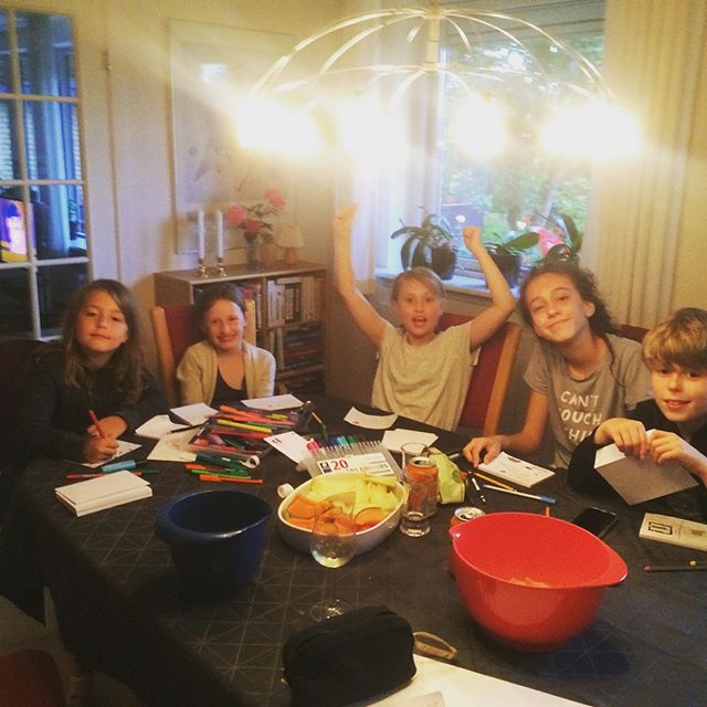 My own little happiness experiment! . I asked the kids to sit down after dinner and make thank you cards for our hosts. . It turned into a big ball of gratitude and happiness in my heart as they soon started expanding not only their gratitude but their creativity and the ways to express their gratitude. . They made cards for each other, to their friends at home, to their moms (me included) and it was contagious. . Seeing them I decided to write my own little thank you note to them too. . Watch the live video about it on HoopYogini With Adriana Facebook page. (Link In bio) . #happinessinmotion #thankyoubillund . Try it out! The only side effect will be a happier heart. . That, I can promise you. ❣️ . This activity is inspired on Days 2 and 6 of the 21 Day gratitude challenge by Dr. Robert Emmons. . With love ❣️gratitude 🙏🏻and magnetic 🧲success kisses 😘 . Adriana