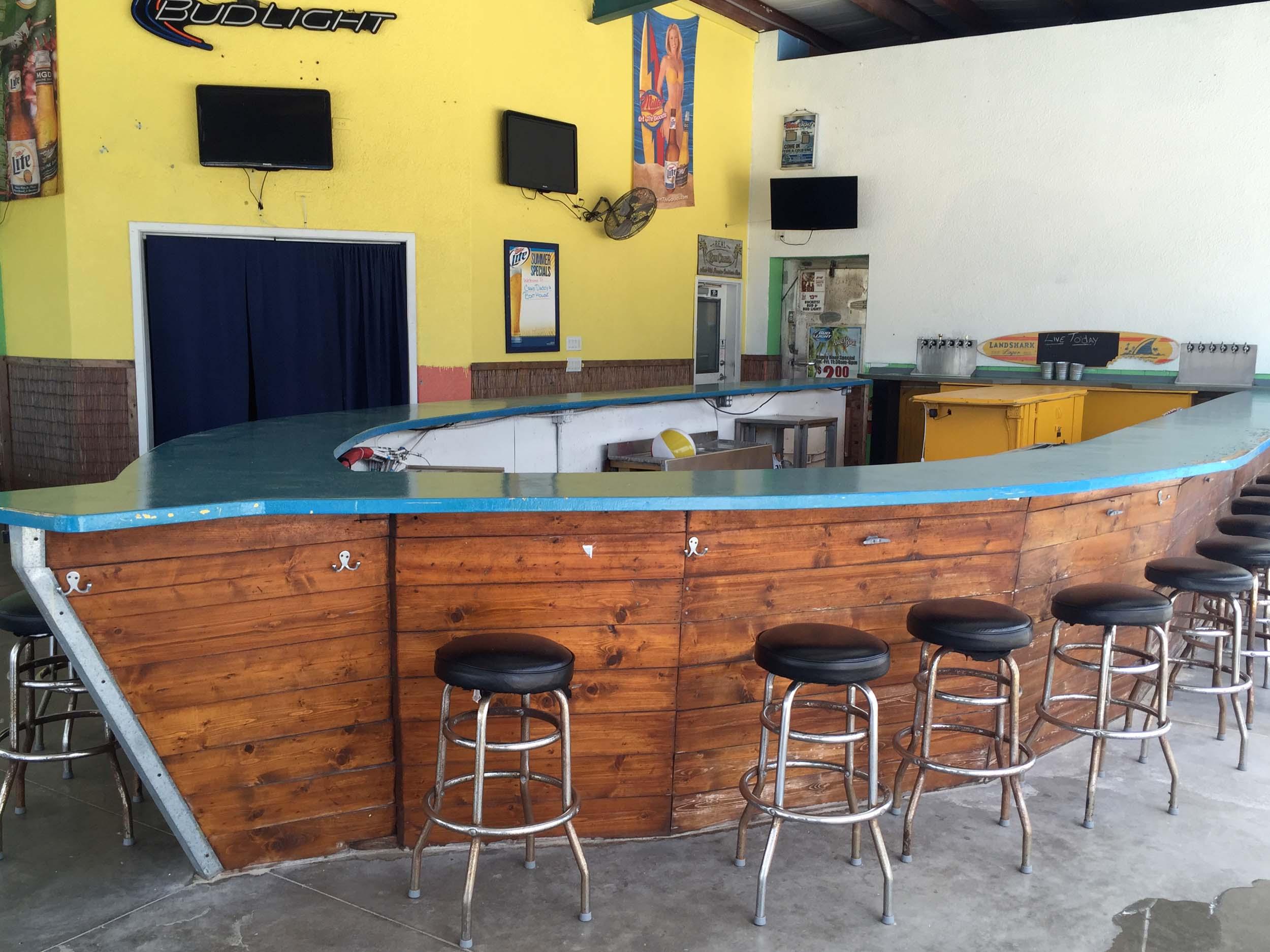 Crab Daddy's Boat Bar