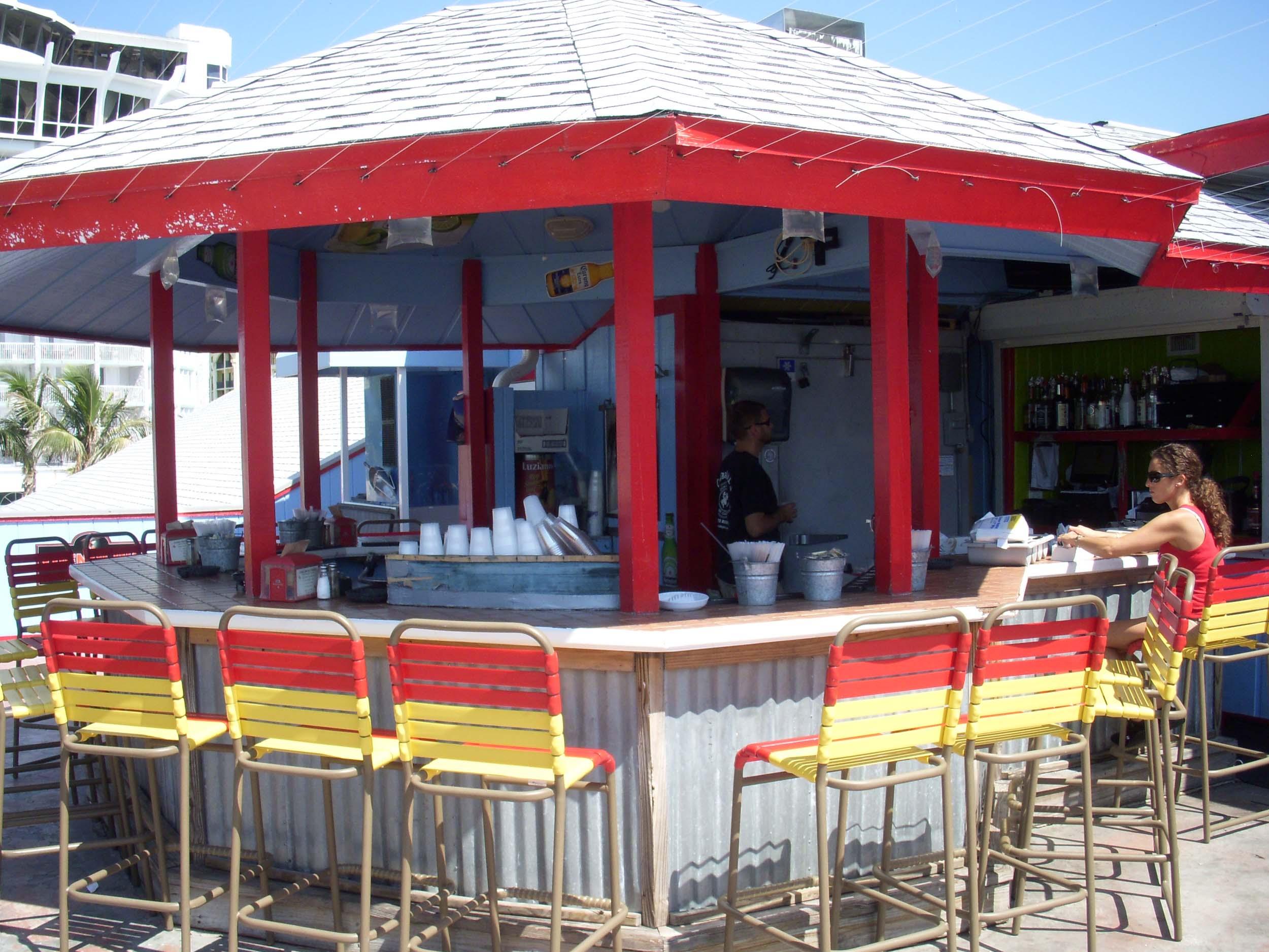 Crabby Bill's Outside Bar