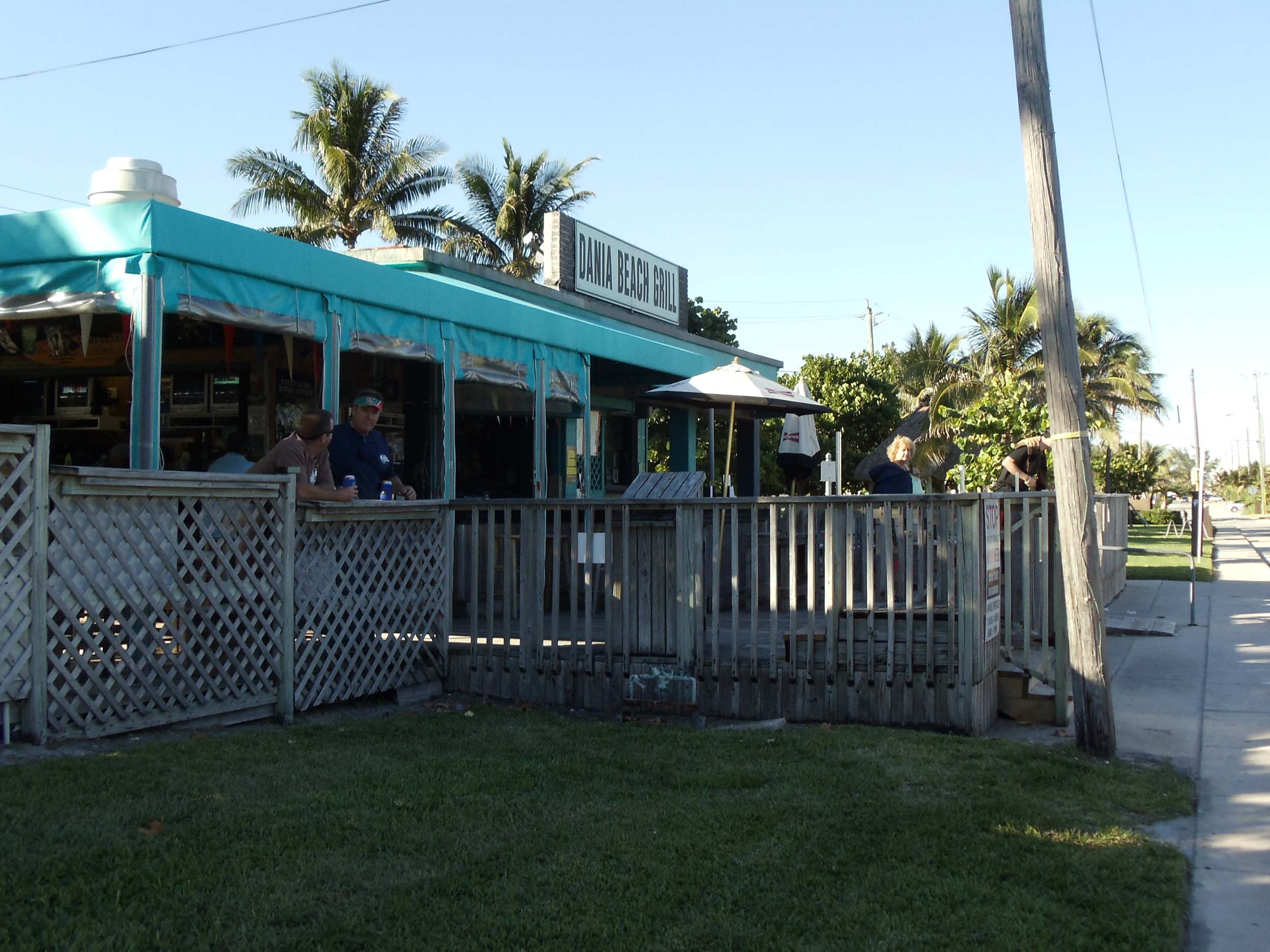 Dania Beach Bar Exterior