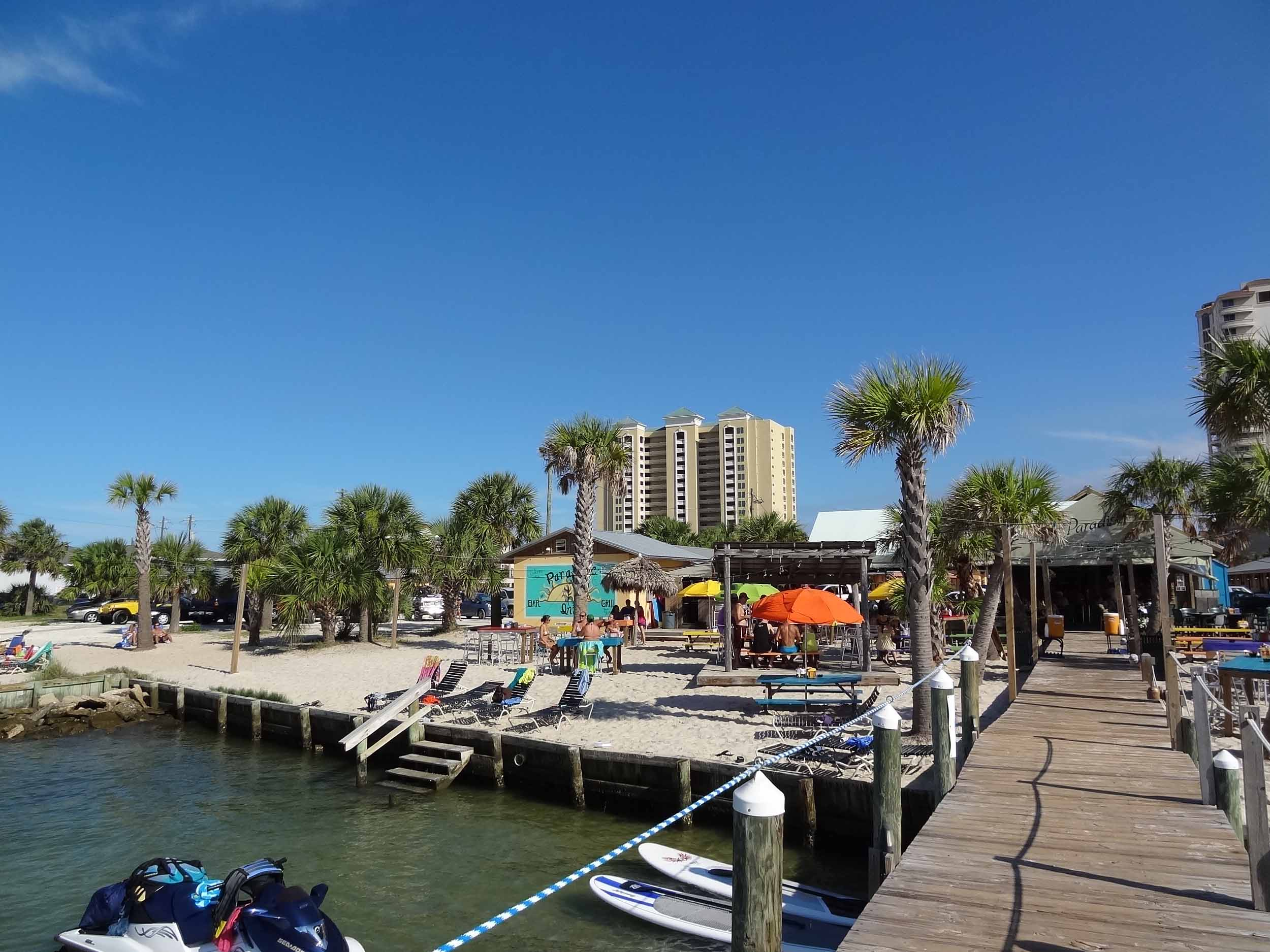 Paradise Bar and Grill on the Water
