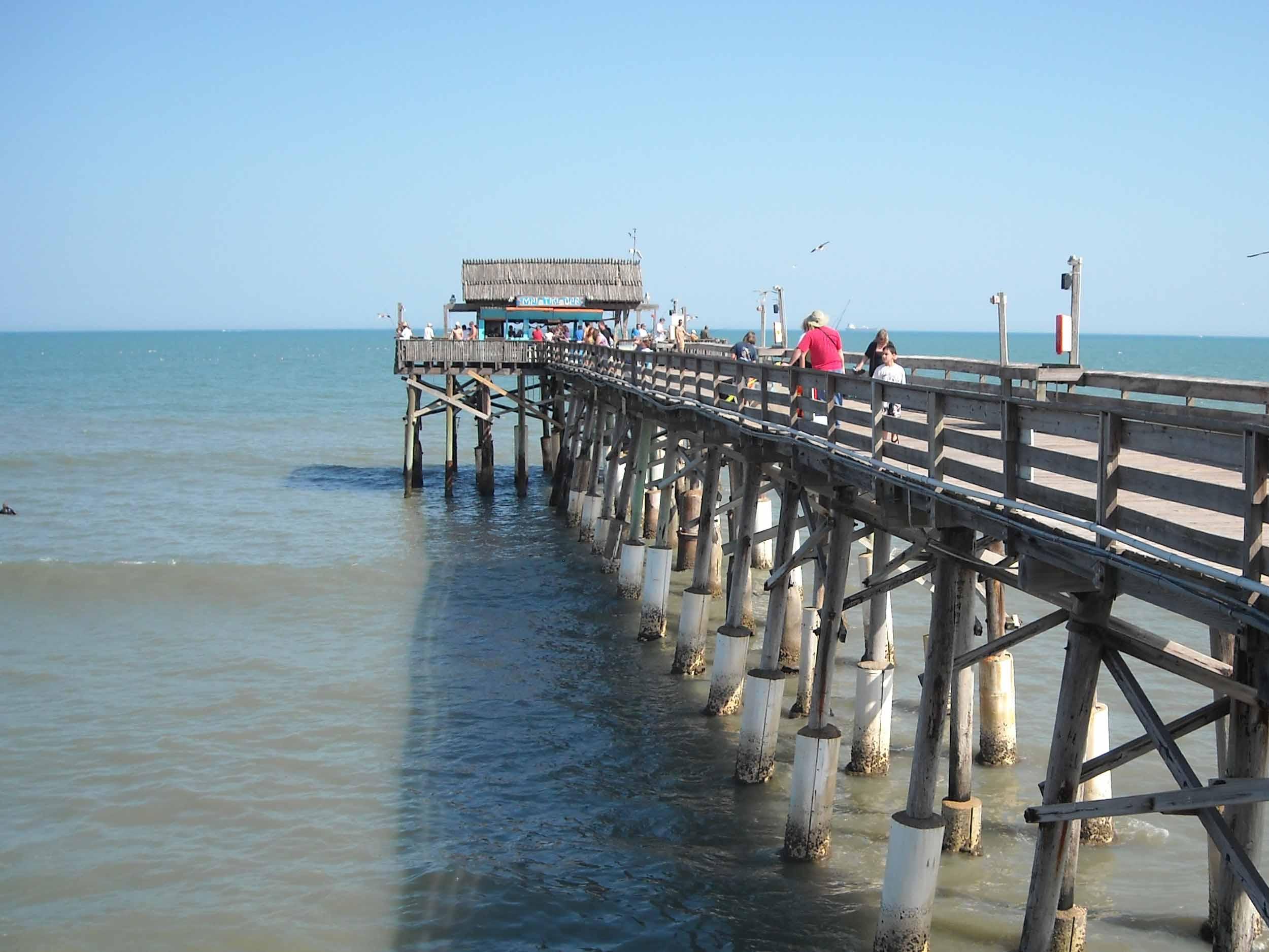 Rikki Tiki Tavern at the end of Cocoa Beach Pier