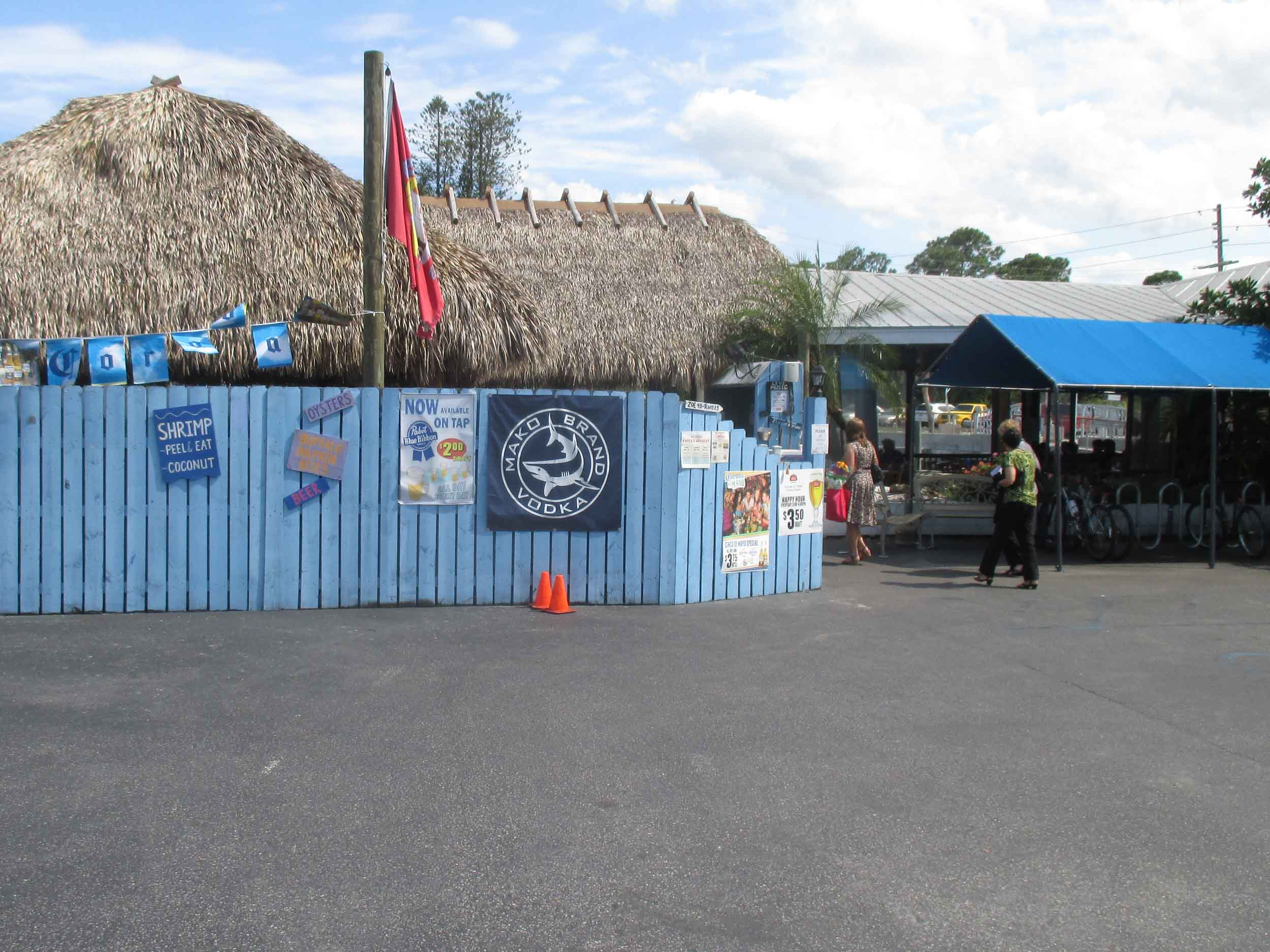 Manatee Island Bar and Grill Exterior