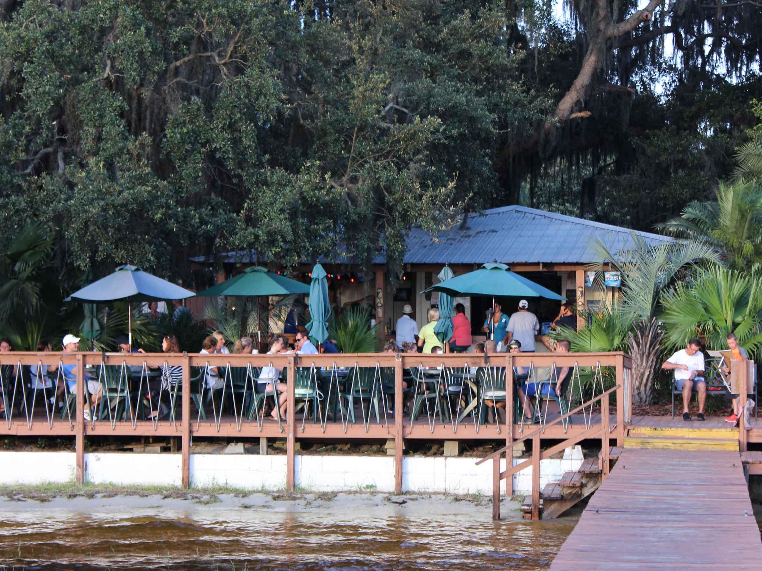 Minneola Tiki Bar Exterior