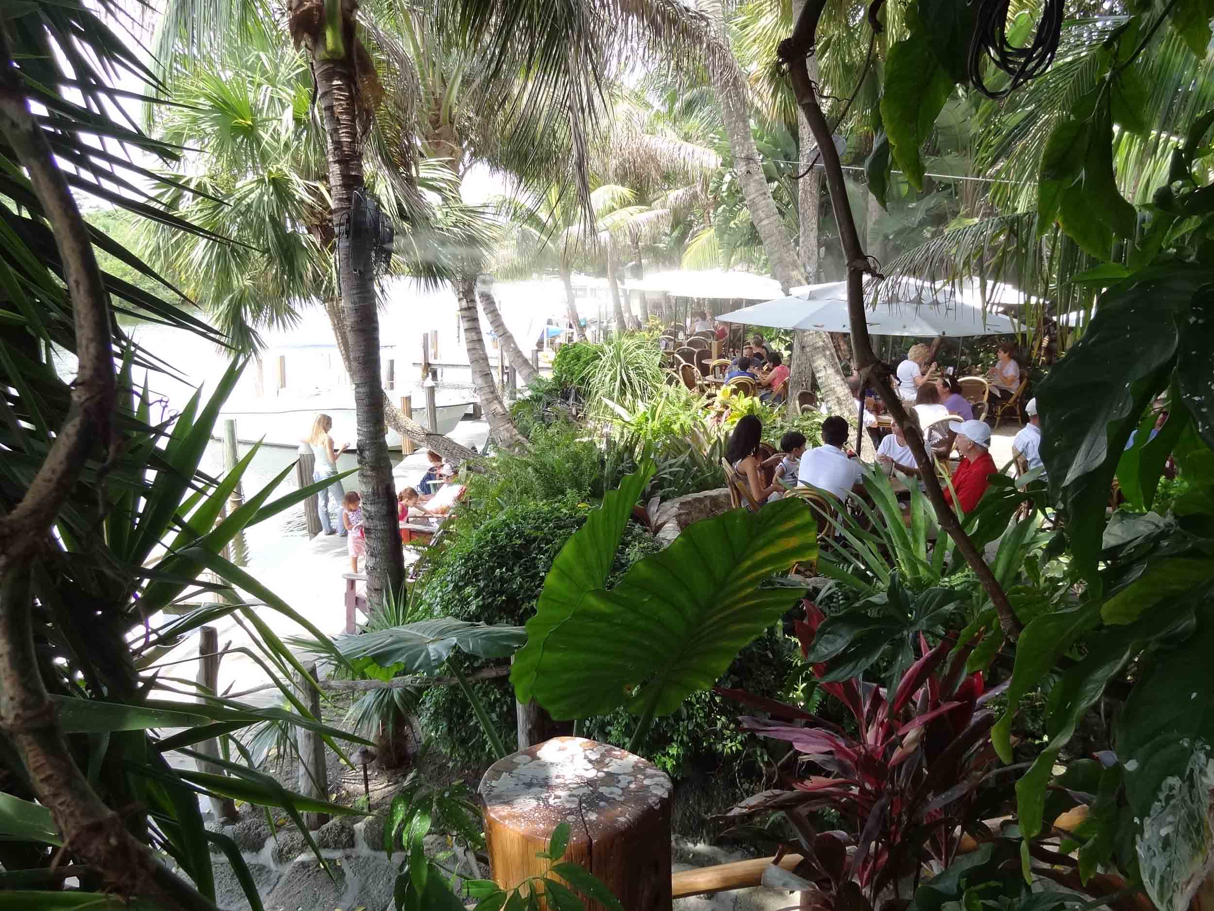 Guanabanas Seating Area