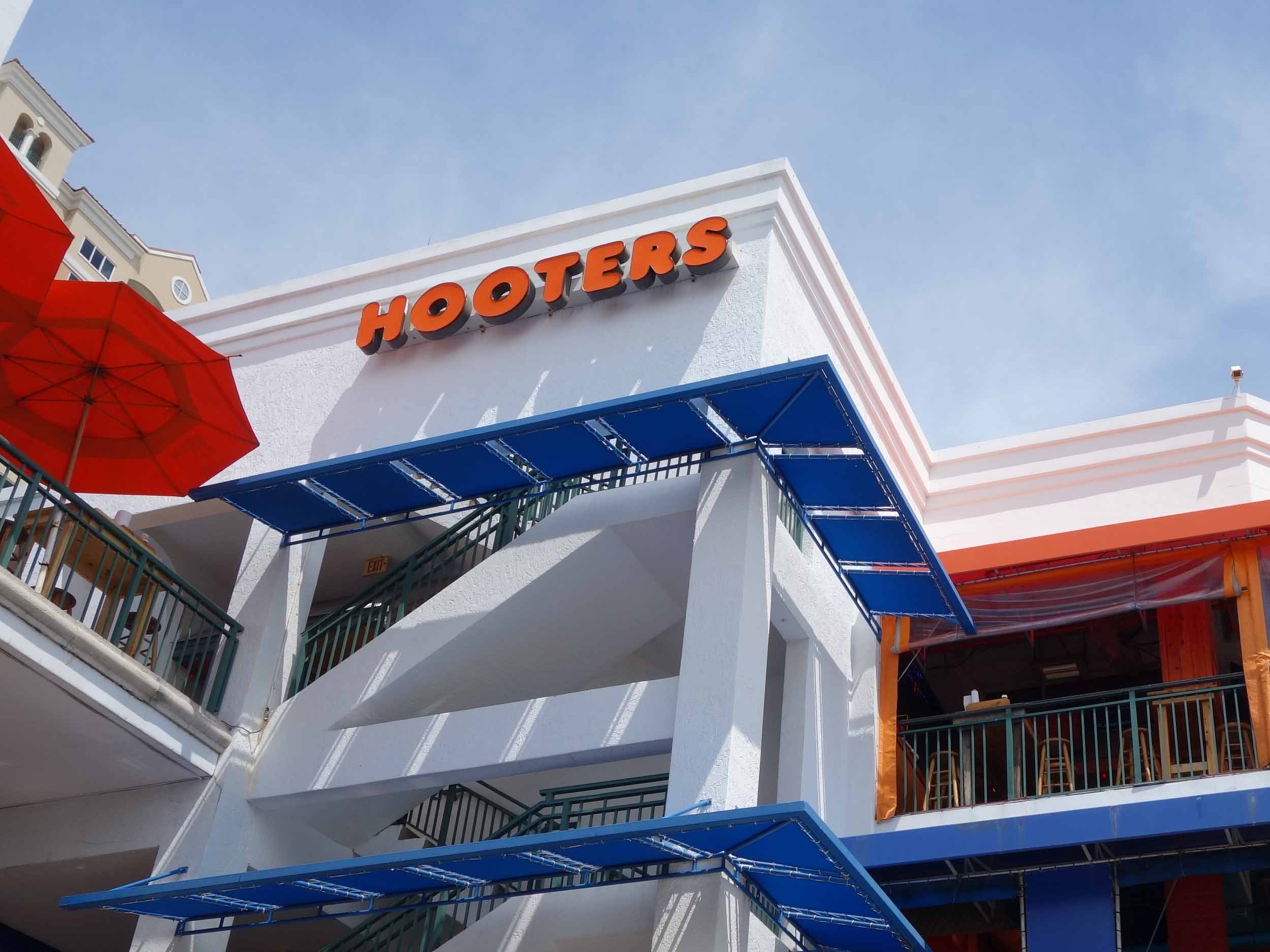 Hooters of Beachplace Exterior