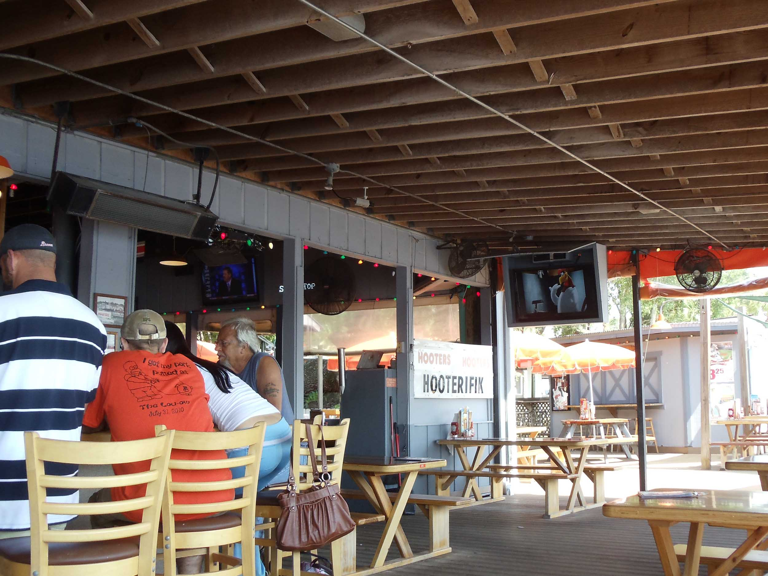 Hooters of Port Richey Bar