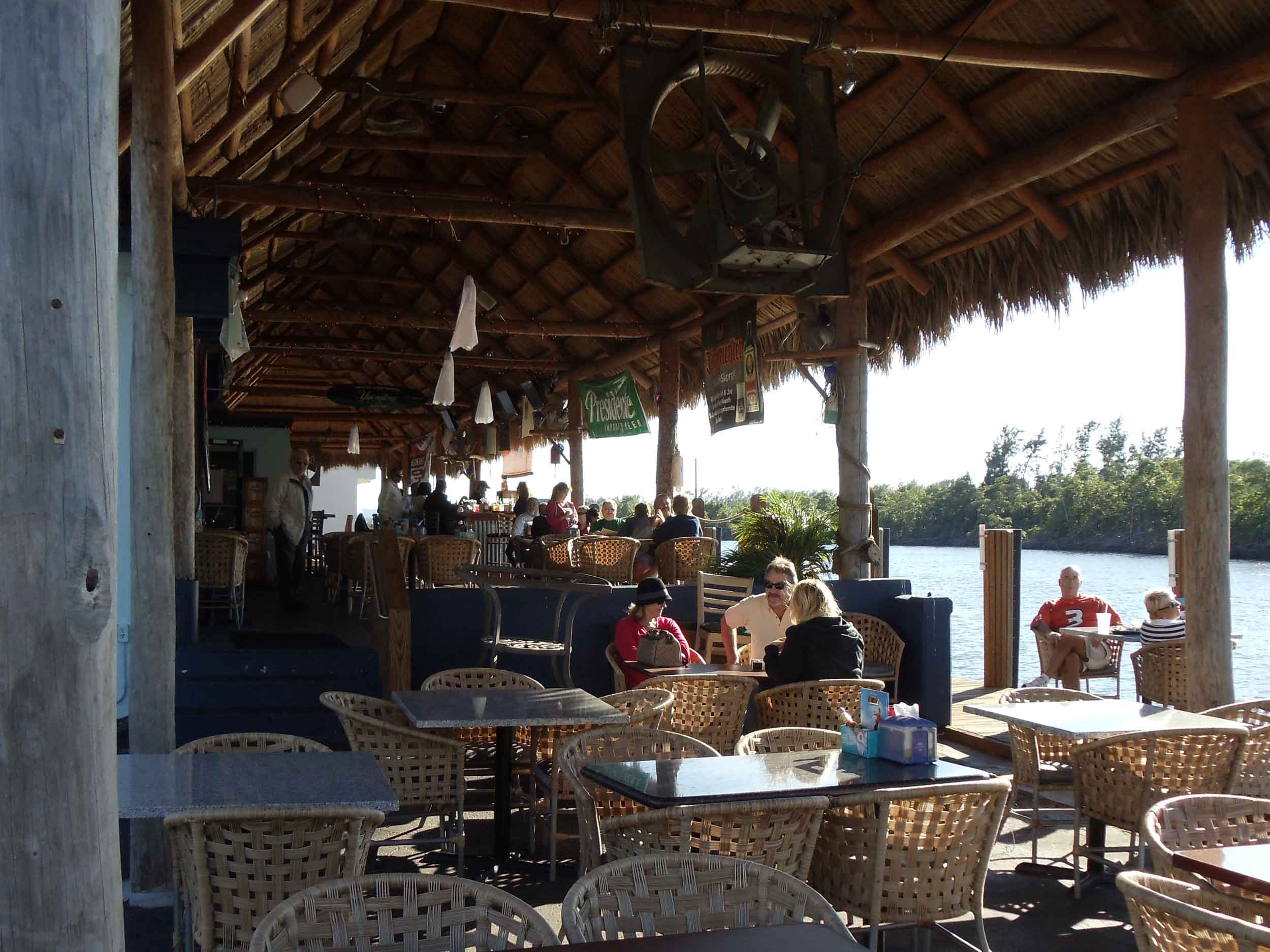 jimbos-sandbar-outside-tables.jpg