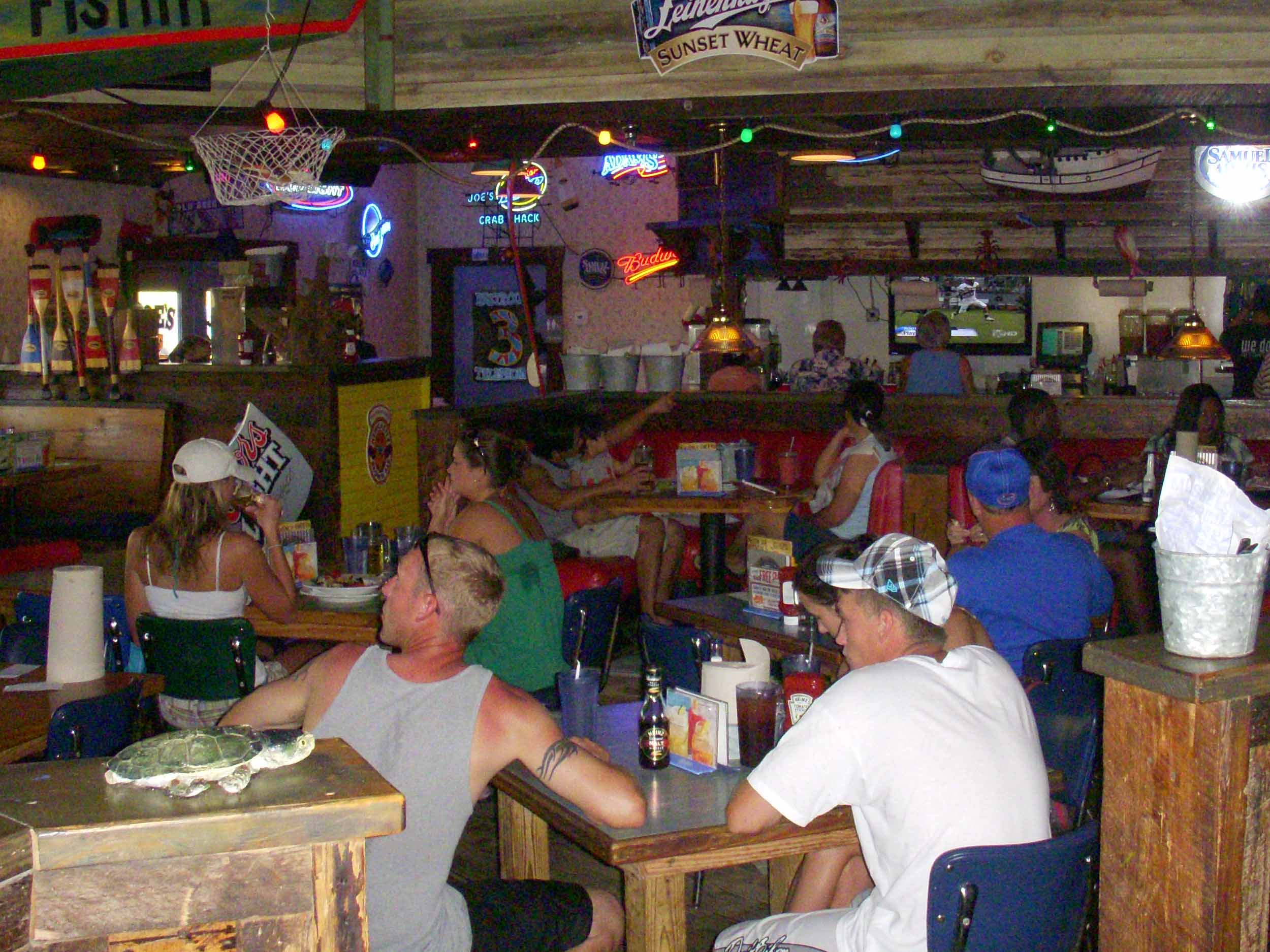 Joe's Crab Shack Inside Bar