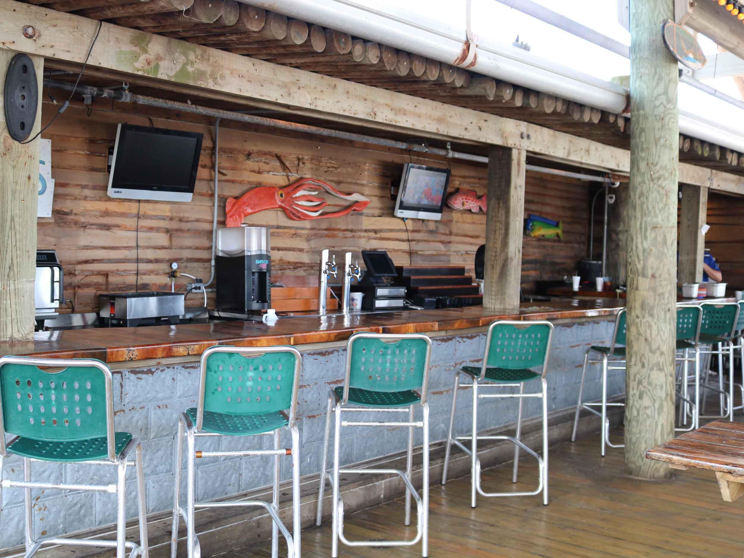 Floyd's Shrimp House Bar