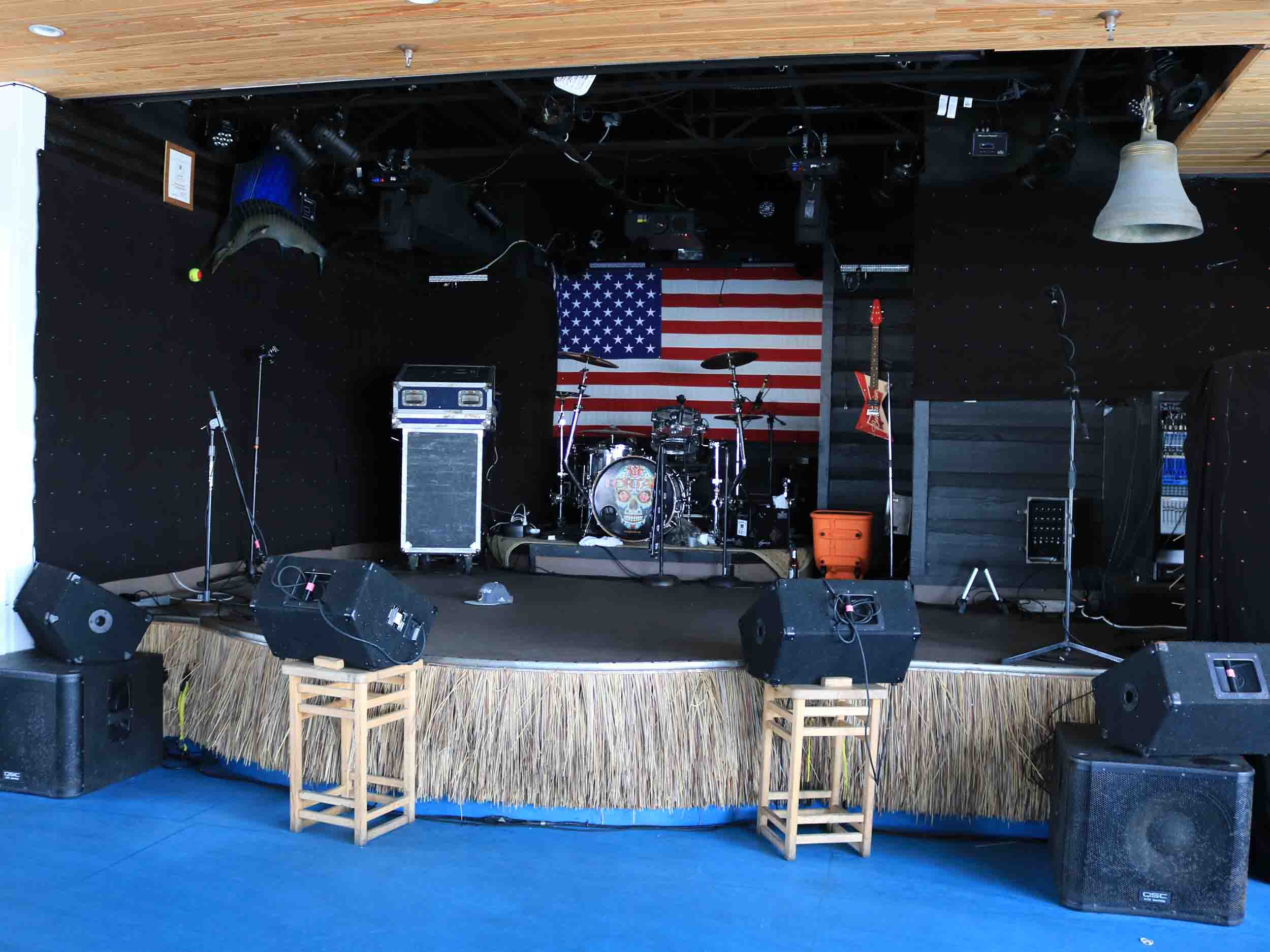 Tailfins, Ale House, and Oyster Bar Stage Area