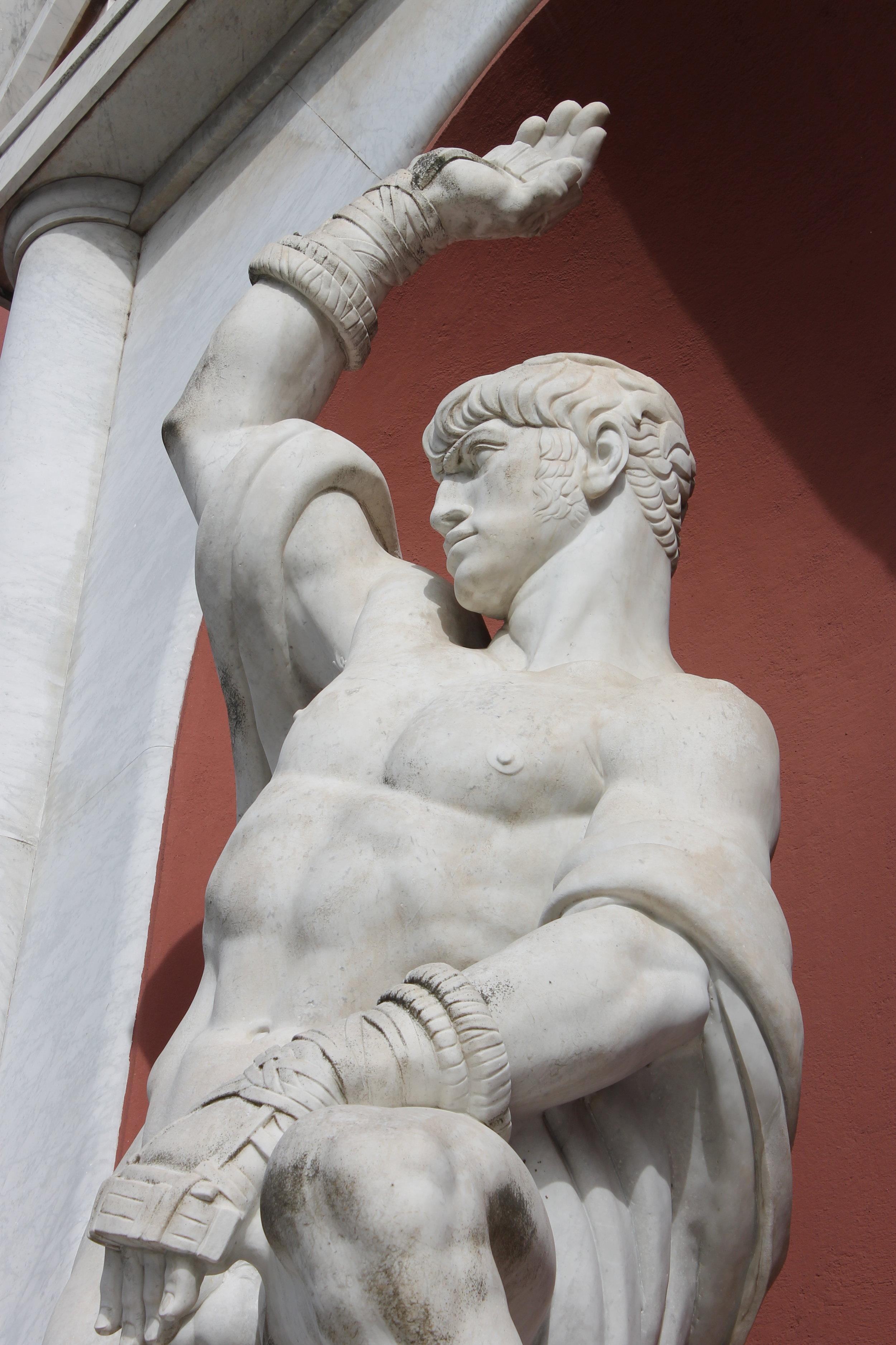 Statue of a boxer, representing Viterbo. Silvio Canevari (1931). Foro Italico.