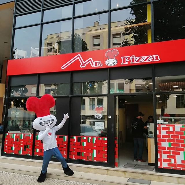 Hoje é a grande abertura da nova loja Mr.Pizza no centro de Torres Vedras!!! Vamos conquistar o centro de Torres Vedras.. Estamos no Arena Shopping mas já podes passar pela nossa loja na Avenida 5 de Outubro, n.21 R/C C.  Esperamos pela tua visita!!! Torres Vedras... Sempre Tradizionale... #mrpizzapt #mrpizza #pizza #pizzas #torres #torresvedras  #torreense #novaloja #loja #restaurante