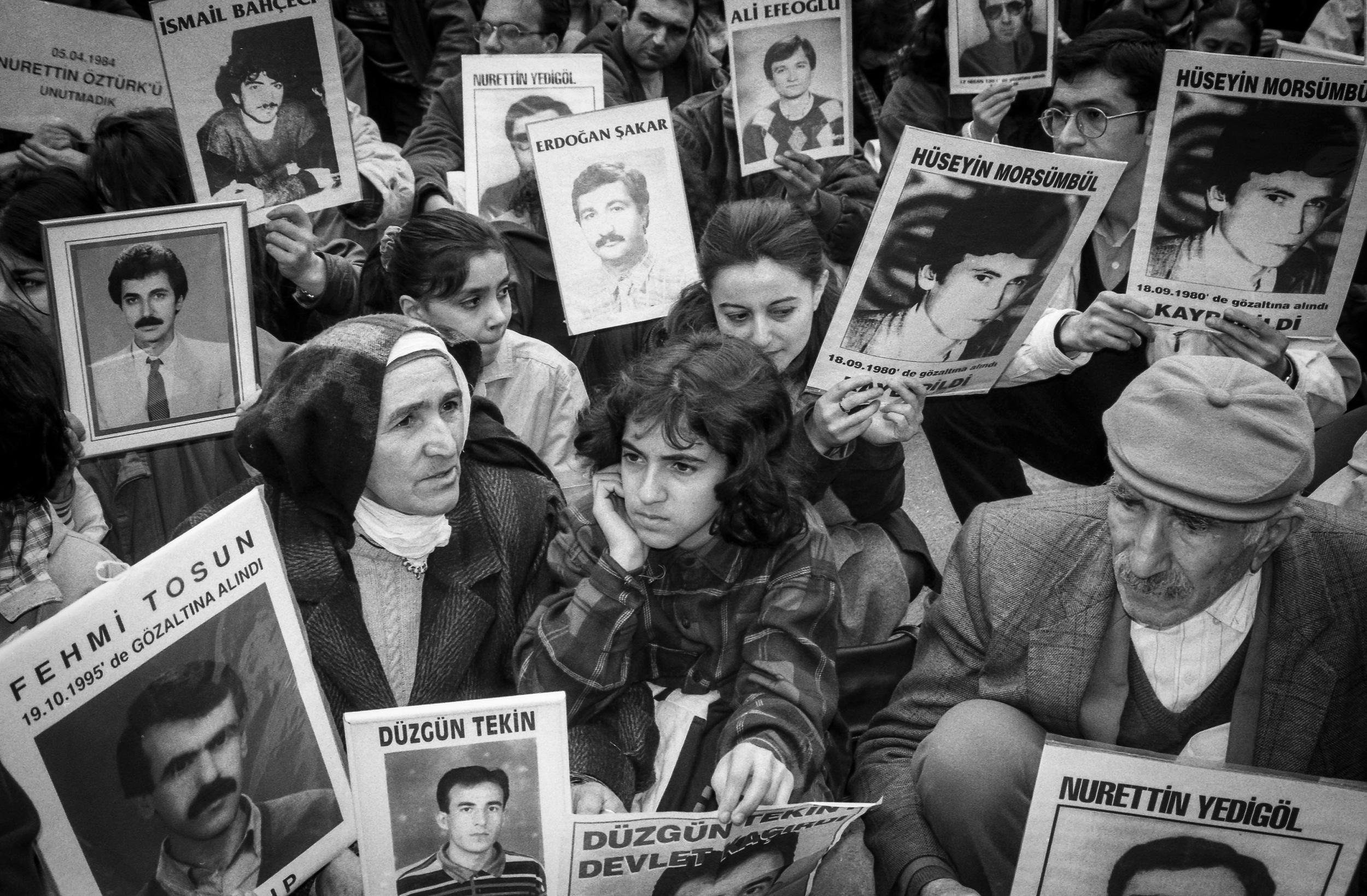 1996-istanbul-Galatasaray,-cumartesi-anneleri.jpg
