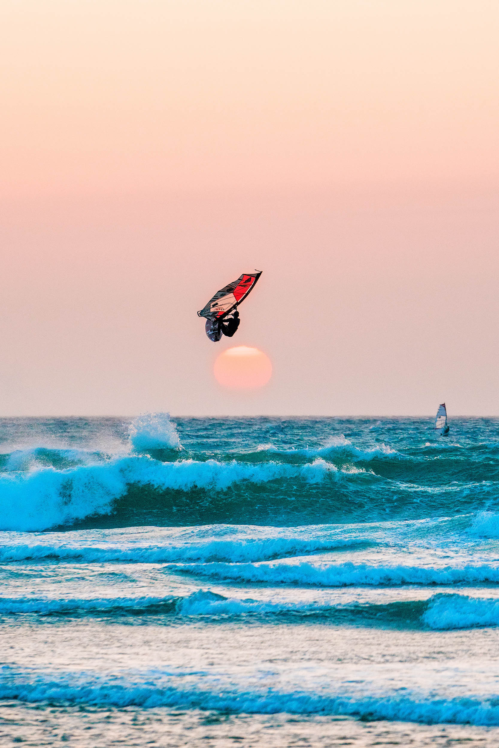 vindsurfare i solnedgång