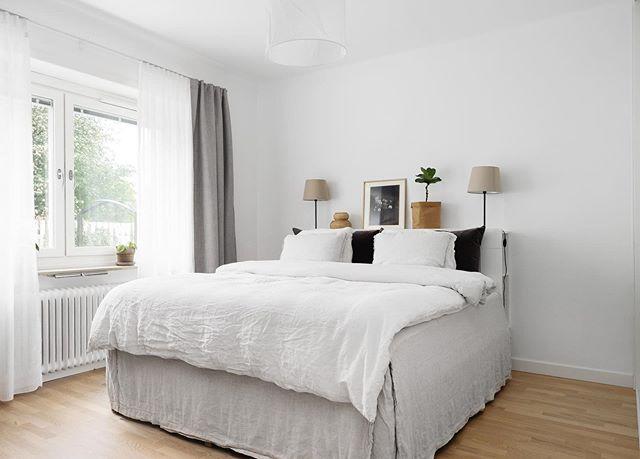 Stilrent, färgkombon och enkelheten....I like 👌🏻 Lägenheten nu till salu via @lansfastnorrkoping