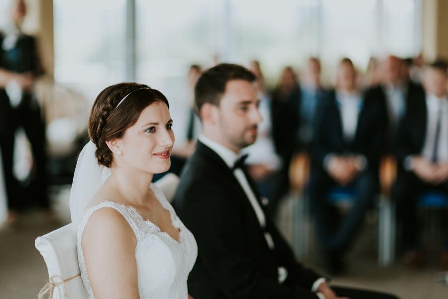 Porträt der Braut bei der Trauung