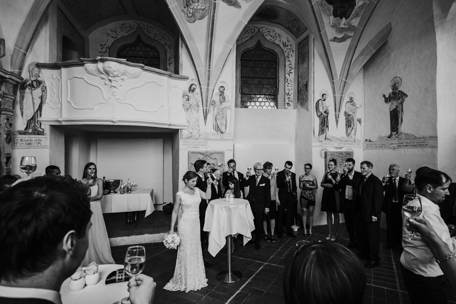 Begruessungsrede des Brautpaares beim Sektempfang