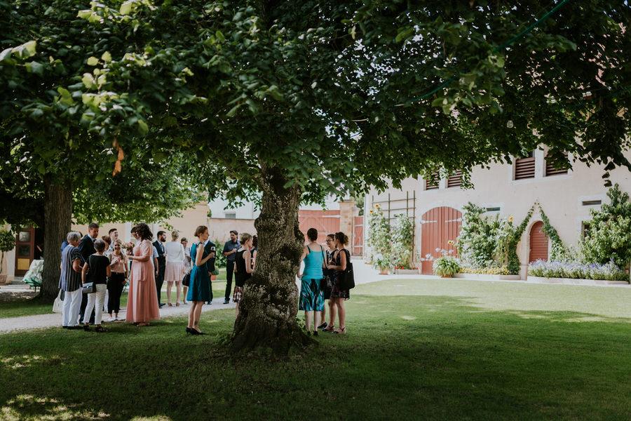Sektempfang unter dem grossen Baum am Schloss Fachsenfeld in Aalen