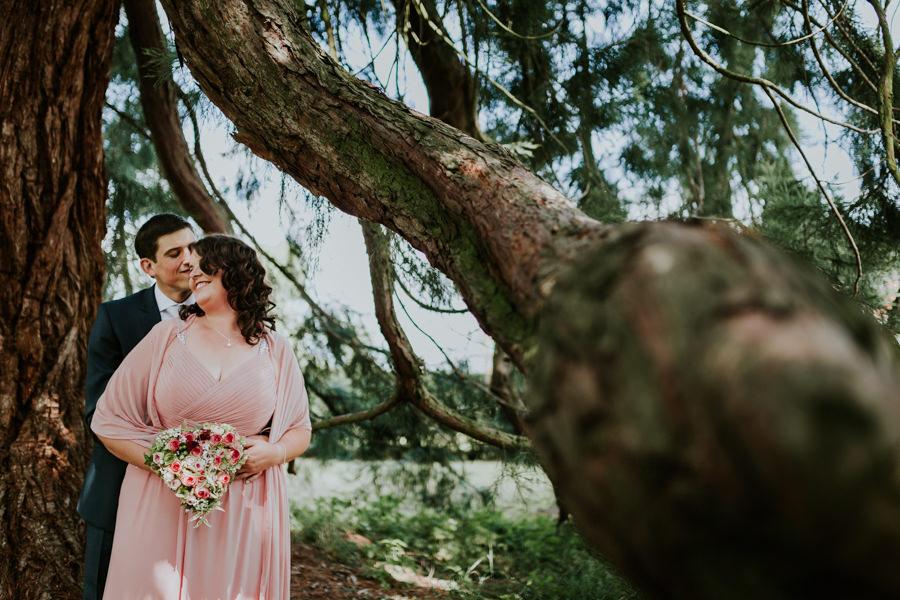 Brautpaar vo der Trauung beim Shooting von Hochzeitsfotografin Aalen