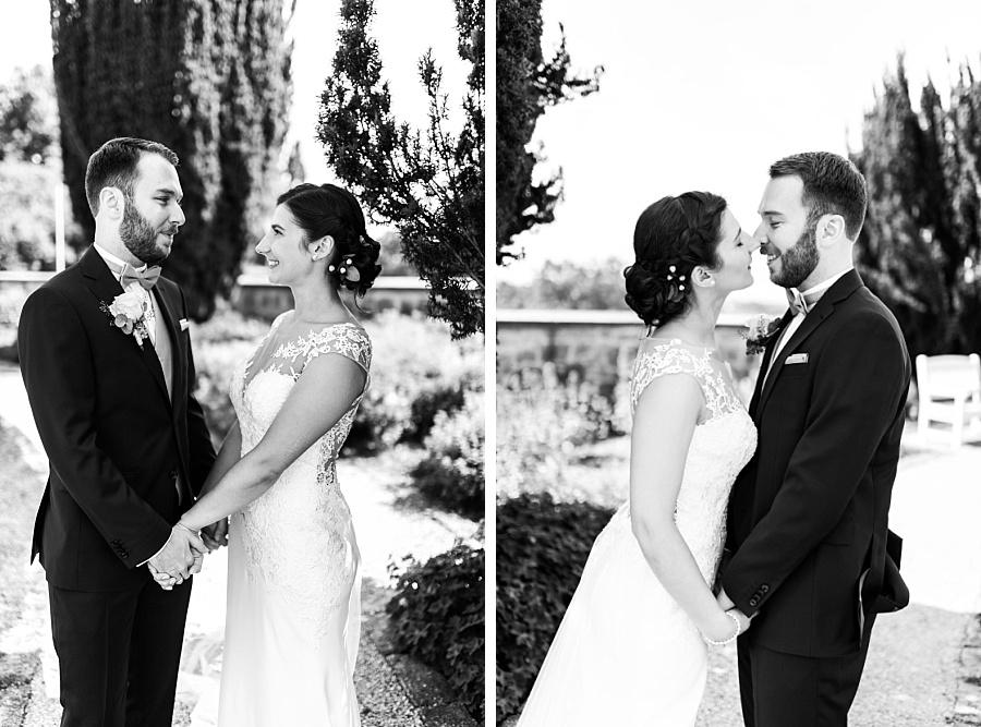 Schwarz-weißes Foto des Brautpaares