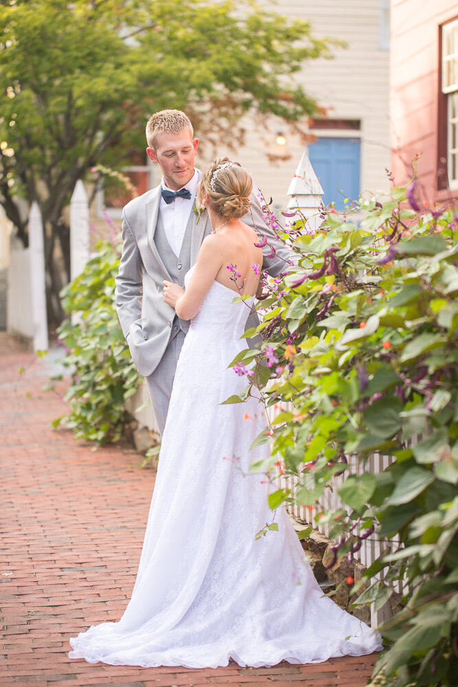 Couple portraits on wedding day in downtown Annapolis
