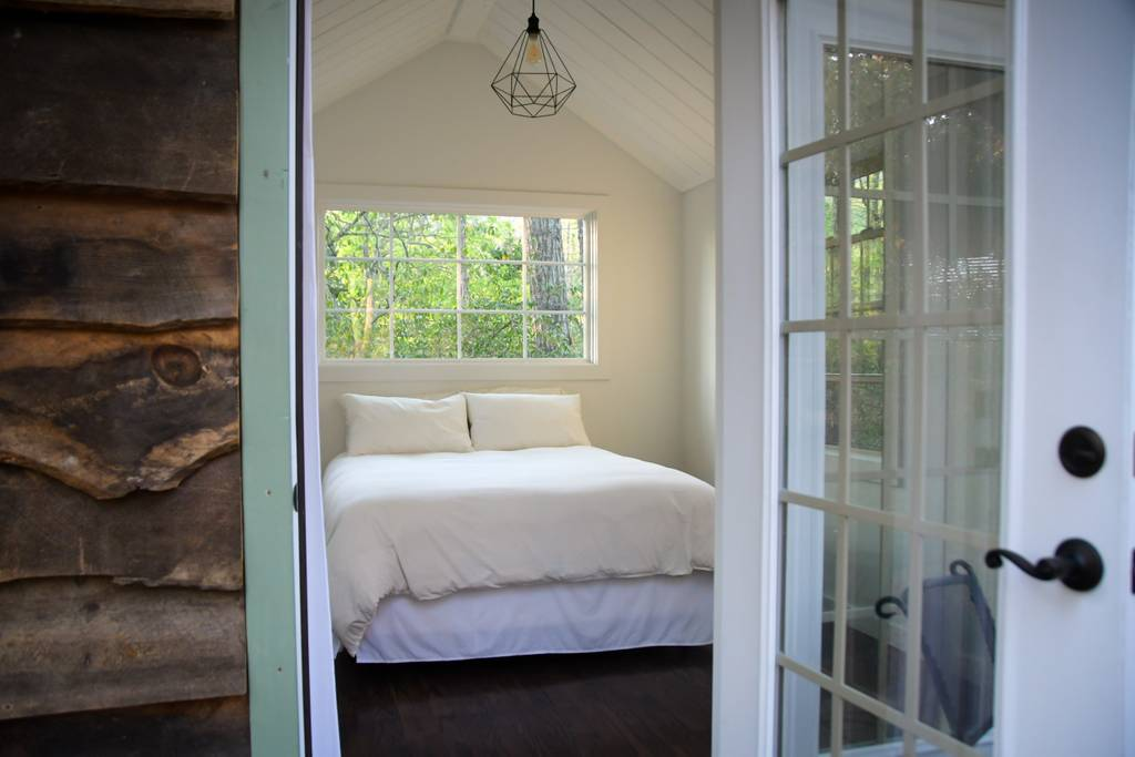 Tiny House Airbnb in North Carolina — gorgeous bedroom