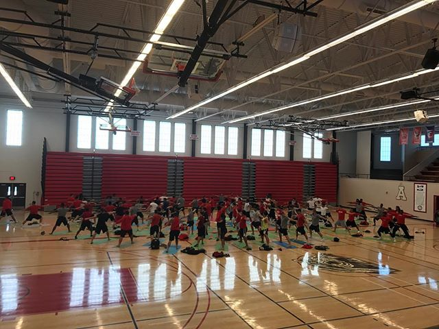 @libbyjaneedson teaching YoMIND class this morning with @sou_football team!  #focused #yomind #inspired #warriors #souraidernation #souraiderfootball #getyostretchon #kindnessisasuperpower #resttorise #teamworkmakesthedreamwork #yogaisasuperfood