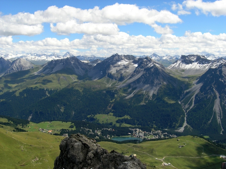 Arosa, Switzerland. Stock photo via Pixabay ( link )