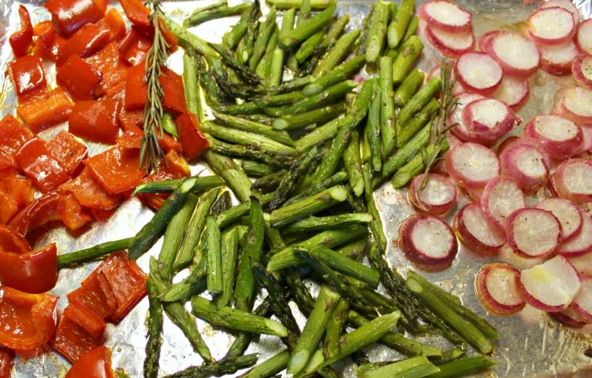 Lattes-Life-Luggage-Grilled-Lamb-Meatballs-Quinoa-Roasted-Veggies-4.0.jpg