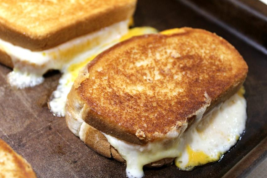 Grilled Three-Cheese 7.0.jpg