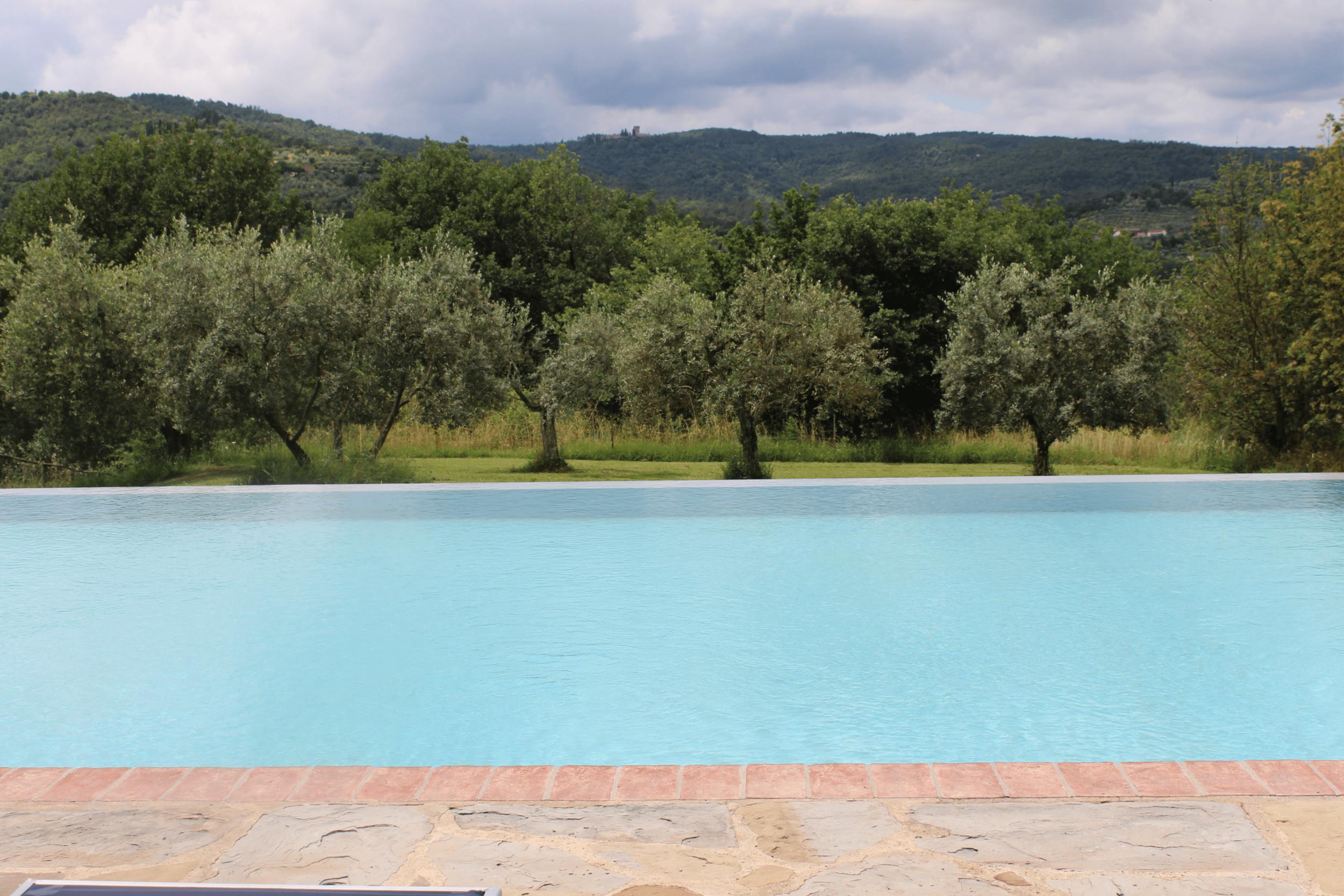 Maraviglia poolside.png