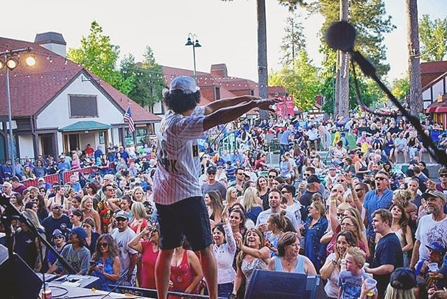 Last saturday performing at #lakearrowhead with @brunotribute was epic! Having this little kid randomly come up on stage and start singing like a G... just wow. Killed it! I wanna be him when I grow up 🤣. 3 shows this week! #tonight #lamirada #saturday #upland #sunday #ventura  #brunomars #tribute #performance #stage #singer