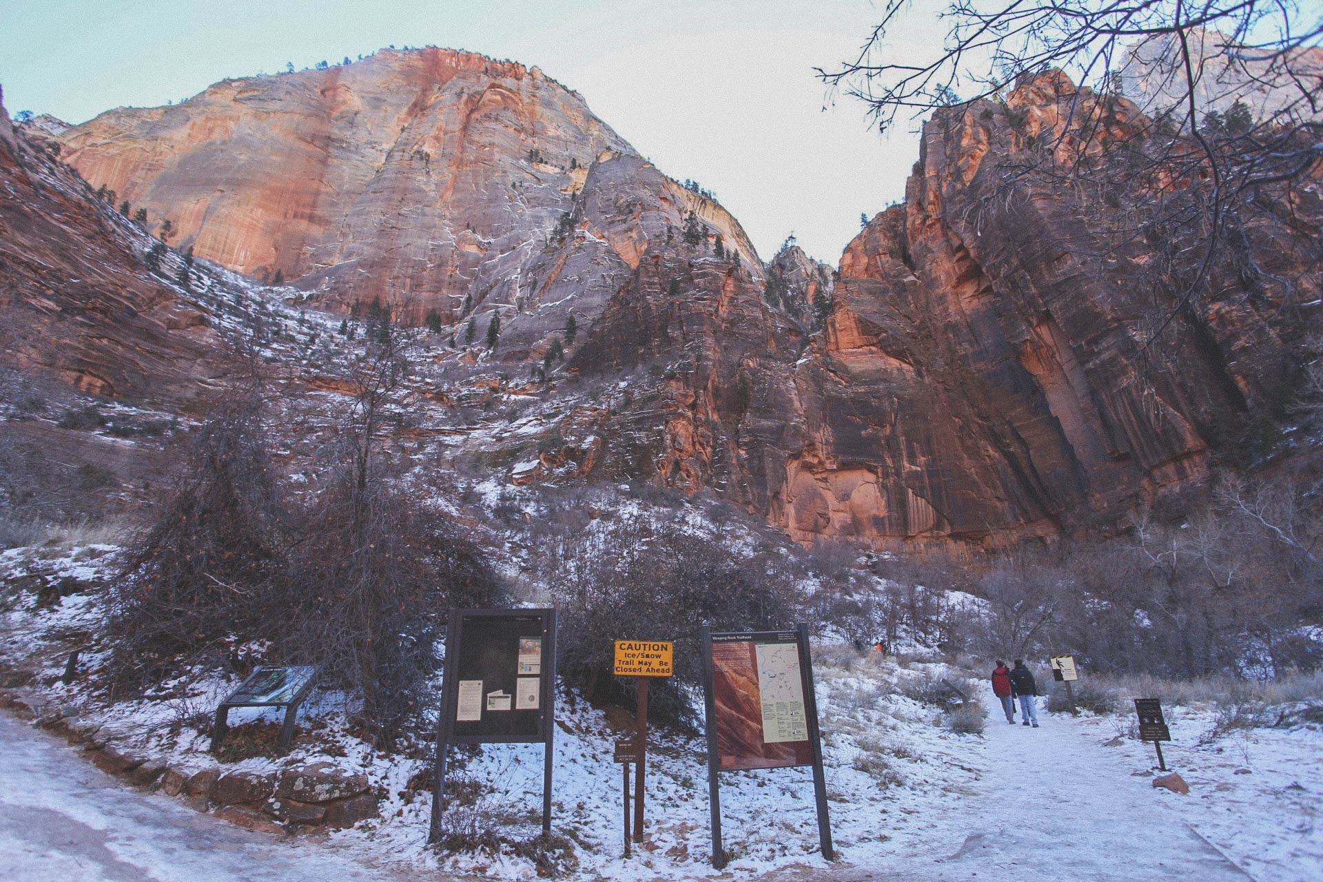 Weeping Rocks trailhead
